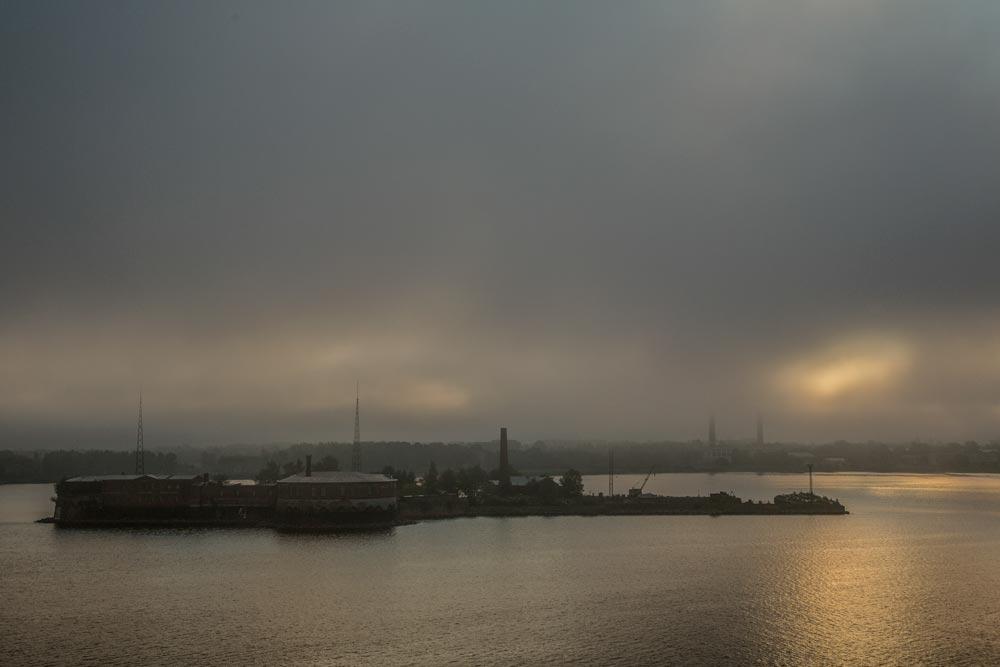 I16 St. Petersburg, Hafeneinfahrt / harbour entrance