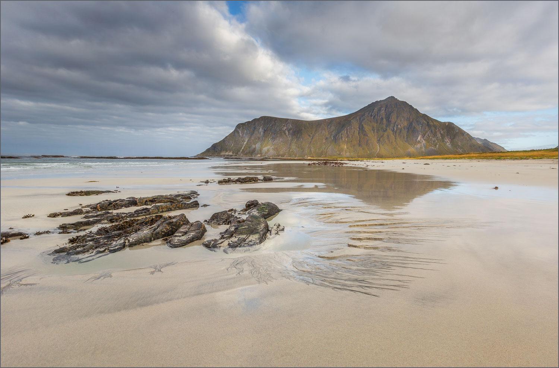 LF25 Flakstad Beach