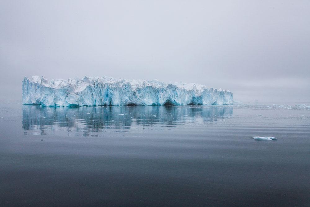 Eisberg - Grönland / floating iceberg - Greenland
